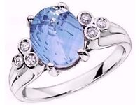 EXQUISITE 9CT WHITE GOLD LARGE BLUE TOPAZ SOLITAIRE & DIAMOND RING. SIZE M 1/2 (BRAND NEW IN BOX)