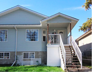 Beautiful Newer DUPLEX for sale for an OUTSTANDING PRICE!