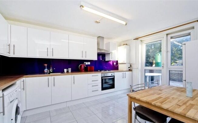 Huge single room Available NOW in ARCHWAY ++ HOUSE WITH GARDEN + 2 BATHROOMS ++ VIEWING Today