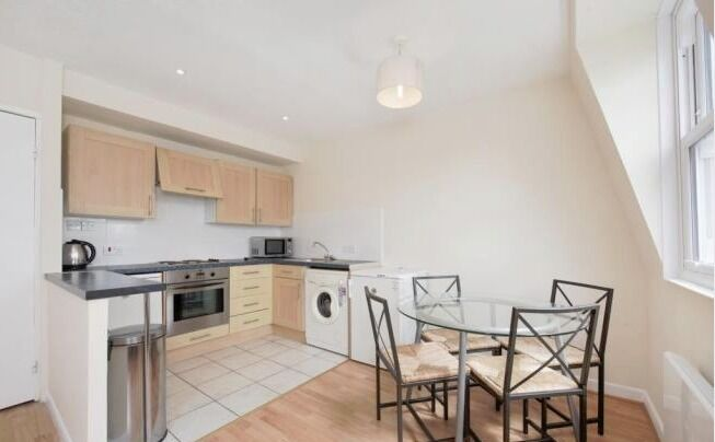 *Bayswater* - 2 bedroom apartment to rent
