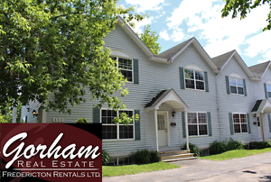 4 BEDROOM TOWNHOUSE - APRIL 1ST - DOWNTOWN - LAUNDRY - PARKING