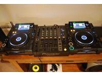 PIONEER - CDJ2000 x 2 & DJM 700 MIXER