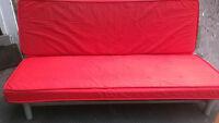 Futon IKEA queen(sofa-lit),base metal/planches,matelas.Livraison