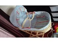 Moses basket with 3 bedding sets