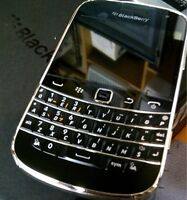 BLACKBERRY BOLD 9900 NEW UNLOCK COME WITH ALL THE ACCESSORIES /