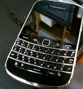 blackberry bold 9900/9790 new unlock with gauranty&charger