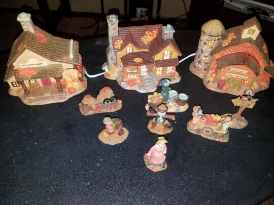Harvest Bounty 11 piece lighted house set (missing one tree) #199893