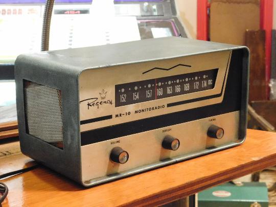 Vintage Art Deco Regency Monitoradio MR-10 FM-Receiver Tube