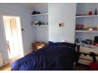 Staines - 3 double bedroom house with private garden 10 minutes walk to station & shopping