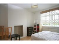 LARGE MODERN 4 BED FLAT IN SE1 WITH EAT IN KITCHEN £580PW AUGUST MOVE