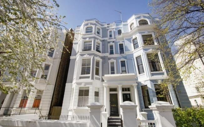 *** NOTTING HILL *** - Stunning Two Bedroom Apartment in Period Property