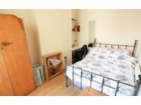 DOUBLE ROOM in Langdon park! Available now!