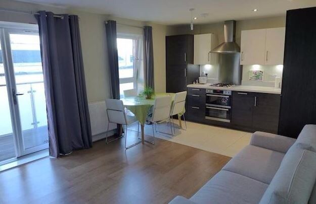 A MODERN TWO BEDROOM TWO BATHROOMS APARTMENT LOCATED WITHIN WALKING DISTANCE TO WEST DRAYTON STATION