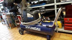 COMPRESSEUR HYUNDAI / 11 GALLONS / COMME NEUF !