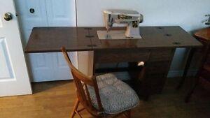 machine à coudre Singer avec meuble et chaise