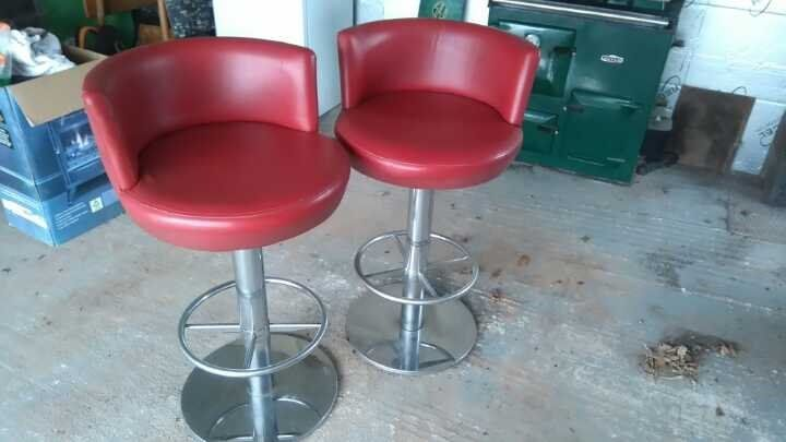 Stools x 2 Ideal for breakfast bar.