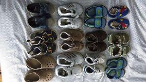 Bottes, souliers, sandales à voir!