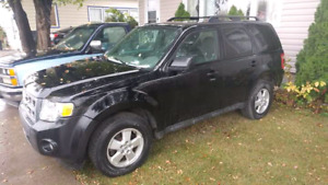2010 FORD ESCAPE  $4250  MUST SELL