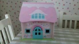 Lovely Early Learning Centre Wooden Dolls House in excellent condition