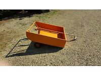 Paddock cleaner and tipper trailer