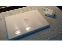 Apple Mac book in nice clean condition