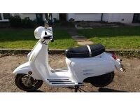 £500 White Bellissima 50cc Moped - GREAT CONDITION + LOW MILEAGE (2 Keys)