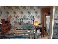 Lovely double room with en-suite bathroom in Bishopston, off Gloucester Road. Price includes bills.