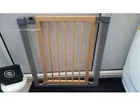 Lindam Sureshut Deco wood Safety Stairgate All fittings included.