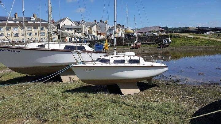 Substar 18 yacht bilge keelin Bow Street, Ceredigion - Substar 18 , bilge keel, mainsail, genoa , with extras , can be kept on mooring untill september , Ready to sail