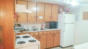 Clean Furnished Room (Quiet & Safe Neighborhood) -Near McMaster*