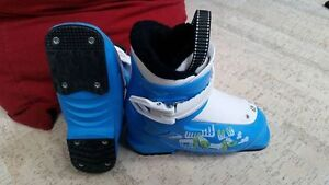 Kids Salomon T1 downhill ski boots (Mondo 17/18)