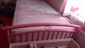 Single Pink metal heart bed