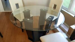Beautiful Classy Glass Table and Chairs West Island Greater Montréal image 3