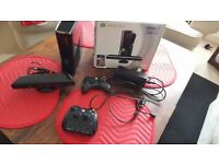 Xbox 360 console 2 pads Kinect keyboard and kinect games