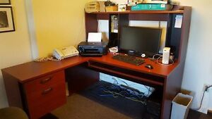 SOLID COMPUTER/WORK DESK WITH HUTCH