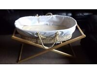 Unisex moses basket and stand