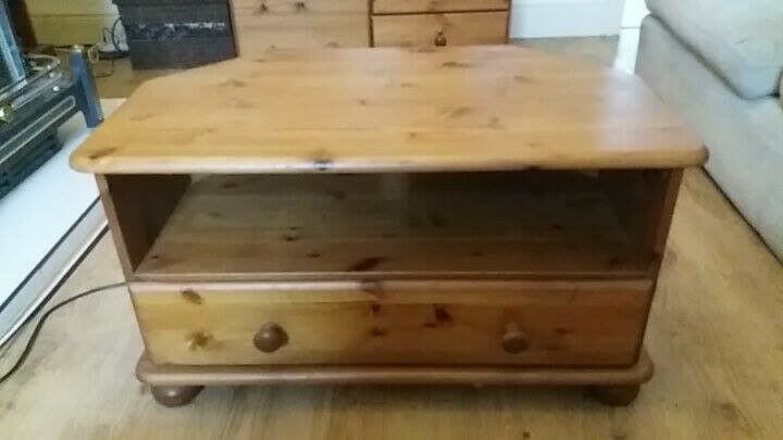 Pine Corner TV Unit. Very good condition. Only selling as new tv is too big for it. £30 ono