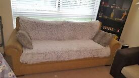 3 seater sofa great condition needs gone asap in order to make space
