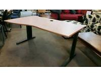 Curve effect office desk with powerpoint