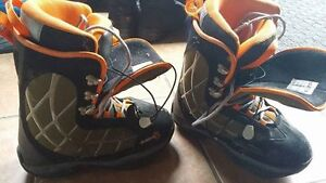 D23 size 8.5 snowboard boots