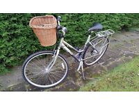 "Ladies hybrid bike, 19"" frame, 24"" wheels, removeable basket, pannier frame, excellent condition"