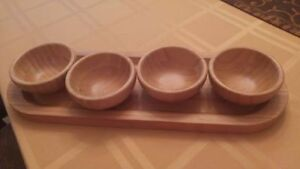 """New Pampered Chef 15"""" Bamboo Serving Tray and 4 Bowls 3 1/2""""."""