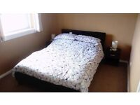 Double room in quiet and residential area, Edinburgh!!