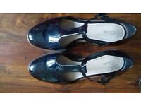 Clarks Taylor Palm Black Patent Shoes - Size 5