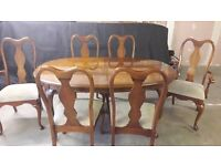 BEAUTIFUL MAHOGANY DINING TABLE