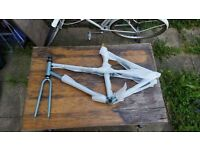 BICYCLES PARTS!! FRAMES, WHEELS AND SADDLE!