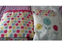 Double bed throw & 2 cushions