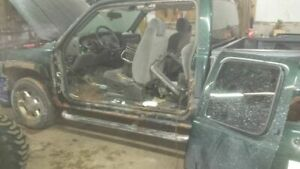 2005 gmc parting out