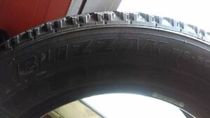 4 pneus blizzak bridgestone avec flocon 175-65-14 très bon état Lac-Saint-Jean Saguenay-Lac-Saint-Jean image 3