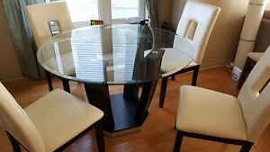 Beautiful Classy Glass Table and Chairs West Island Greater Montréal image 1